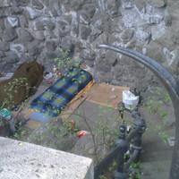 Budapest legelőkelőbb helyen fekvő hajléktalantanyája. Na de miért nem működik még mindig a vízesés a Gellért-hegyen?