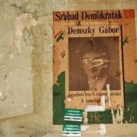 Demszky-plakát a házfalon. Nem főpolgármesteres, hanem képviselőjelöltes, 1990-ből