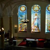 Nap képe: szépséges, több mint harminc négyzetméteres Tiffany-ablakot kapott a Szent Margit Gimnázium kápolnája