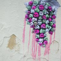 Linkek a Podmaniczky utca majomfejű nőjétől a falfirkaszexig