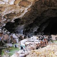 Ahol nem kell tető a házaknak: kis falu egy hatalmas kínai barlangban