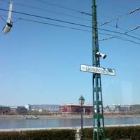 Szegény Rákóczi fejedelem: már minden megállónak az új nevét mondják be, írják le a BKV-járatokon, kivéve a Lágymányosi hídét