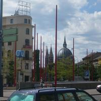 A pesti Országház kupolájának mása egy bécsi templomon. Illetve fordítva