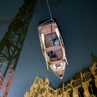 A nap képei: égi csónakos a Kossuth téri tavon