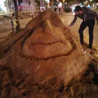 Valaki pompás homokszobrot épített tegnap éjjel az Erzsébet körúton
