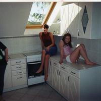 Lakáshirdetés fürdőkádban heverő lánnyal - ezúttal nem Photoshop