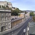 Gyűjtsük össze a város legkülönösebb helyein parkoló autóit! Kezdésnek itt van néhány a Várbazár tetején