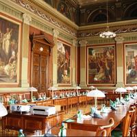 Felújították a Budapesti Gazdasági Főiskola Lotz-termét