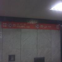 Most akkor merre van a metró? Egy újabb javításra váró tábla, ezúttal az Örs vezér tere aluljárójából