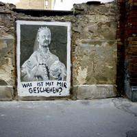 A világ legfurább köztéri alkotása Sisiről. Erzsébet királyné torz portréja a róla elnevezett városrészben került a falra