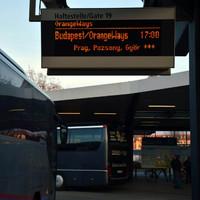 Klassz látni egy berlini buszpályaudvar kijelzőjén azt, hogy Pozsony