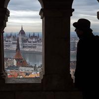 Sok kutya, kevés aluljáró, remek trolik és nagyszerűen felújított belvárosi utcák - így látják Budapestet az orosz bloggerek