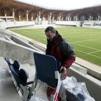 Kátyúhasznosítási módszerek a keresztelőkúttól a jegesvödörig. Ja és szinte kész a felcsúti stadion is! - 15 érdekes cikk péntekre