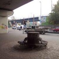 Vajon kiknek tettek ki padot a Lágymányosi híd alá? Még a hajléktalanoknak sem jó