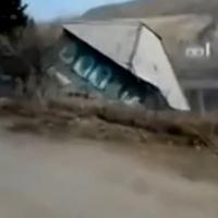 5 másodperc alatt nyelt el a föld egy házat