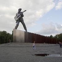 Ilyen lenne az Elvis-szobor az 56-osok terén - a nap kommentje