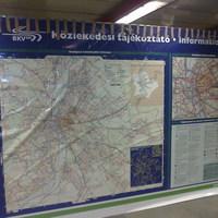 A nap képe: végletekig leharcolt térkép a Nyugati metróállomásán