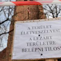 Megbillent a bátaszéki templom tornya: veszélyessé nyilvánították az ország tizedik legmagasabb épületét