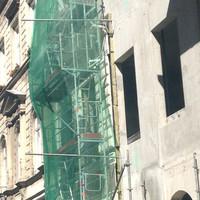 Így épül az álklasszicista hotel a Bazilikánál, a lerombolt klasszicista lakóház helyén