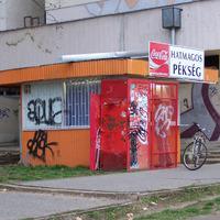 Debrecen főépítésze válaszolt: náluk nem lehet trükközni a reklámhálókkal és irtóhadjárat folyik a randa pavilonok ellen