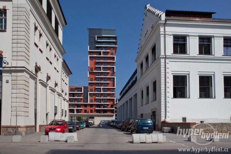 Tretina-nebytovych-prostor-v-projektu-A7-Holesovicky-pivovar-prodana-3[1].jpg