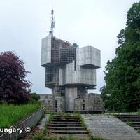 Elhagyatott gigantikus emlékmű: Petrova Gora Monument