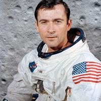 Meghalt a legismertebb amerikai űrhajós