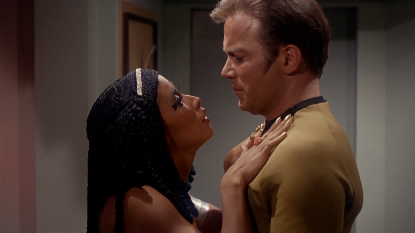 star_trek_the_original_series_s03e13_original_1080p_bluray_x264-mars_mkv_snapshot_30_24_756.png