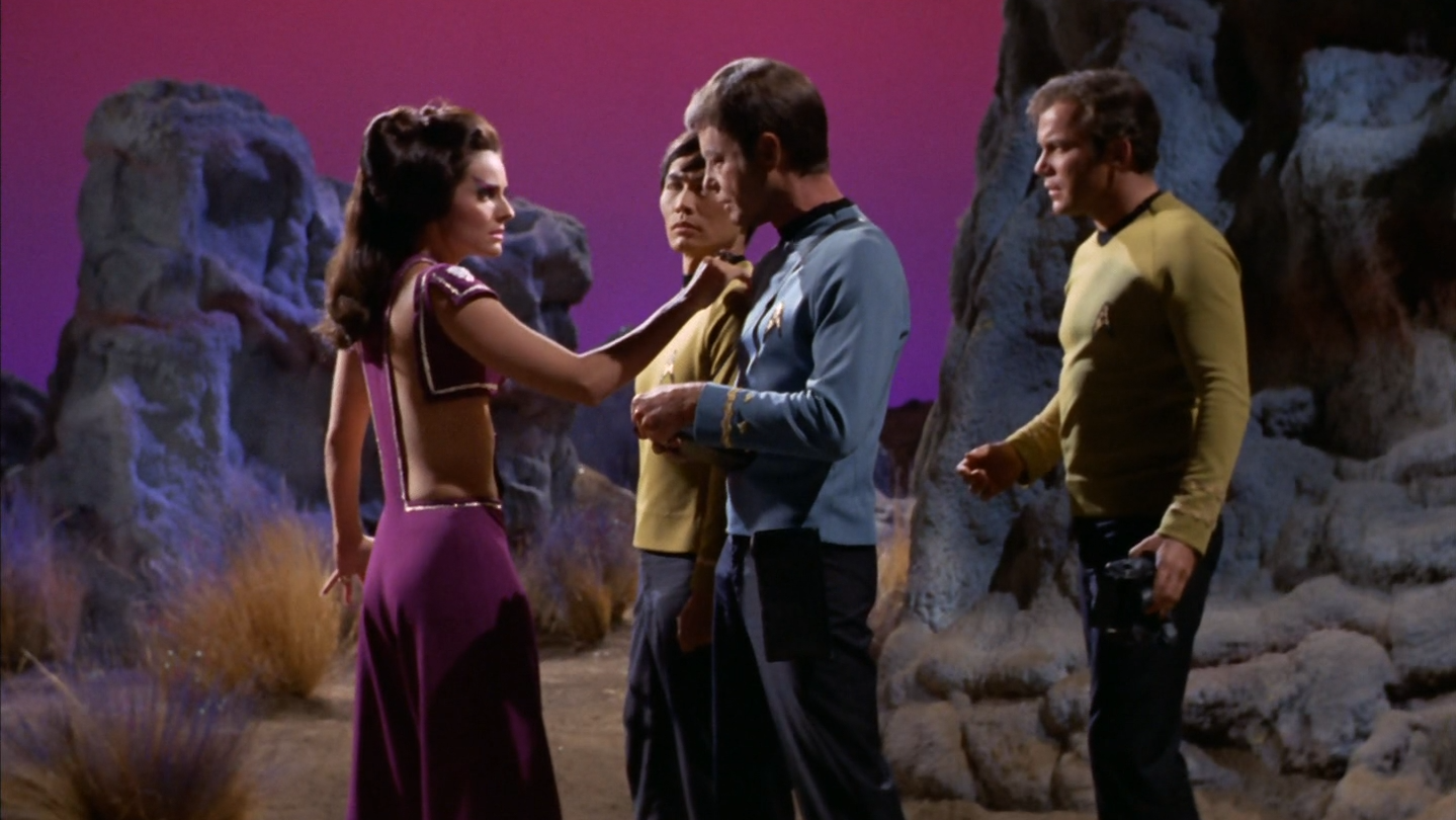 star_trek_the_original_series_s03e17_original_1080p_bluray_x264-mars_mkv_snapshot_37_57_565.png