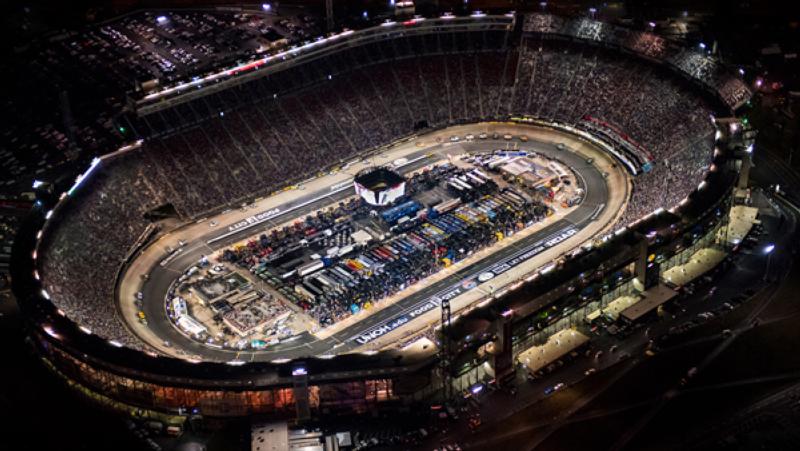 NASCAR: Hamarosan jönnek a fedett pályás versenyek?