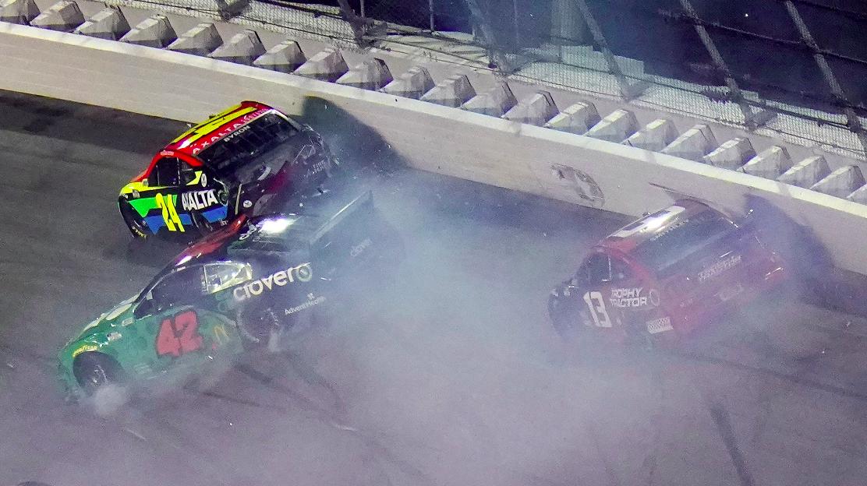 Hat versenyző is tartalékautóba kényszerül a Daytona 500-on