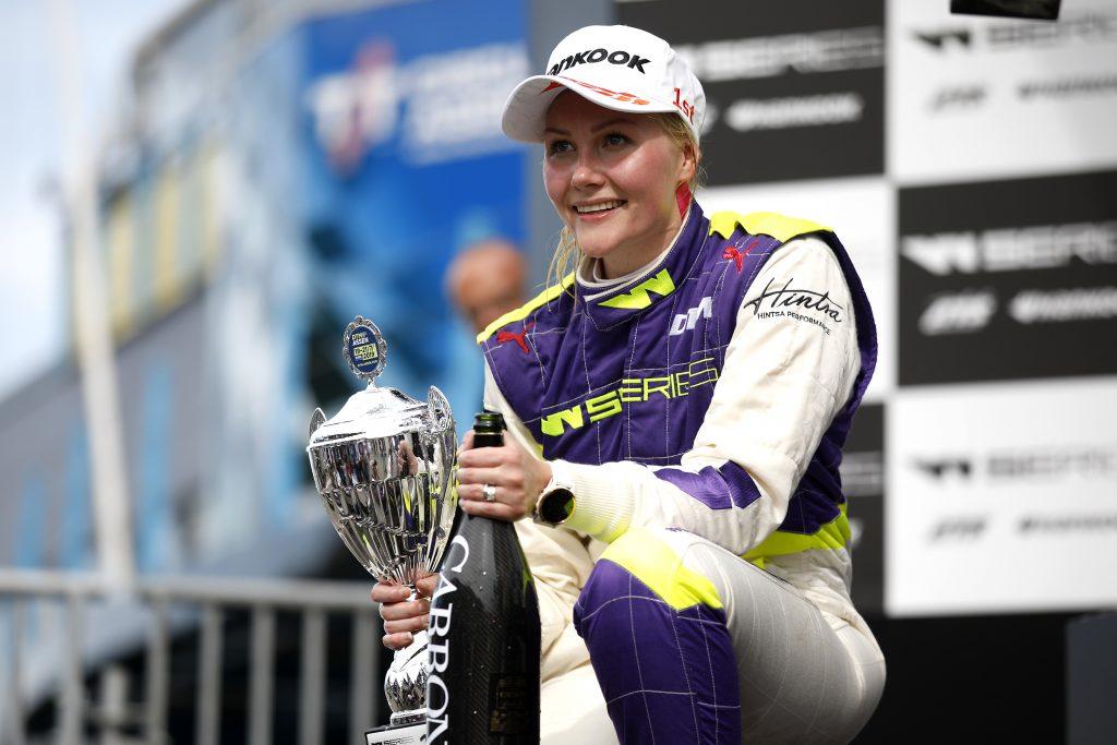 Topless-fotókért cserébe ajánlottak szerződést Emma Kimiläinennek az Indy Lightsban
