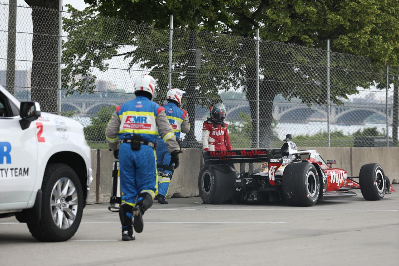 Közel 3 hónapja versenyez törött lábbal Santino Ferrucci