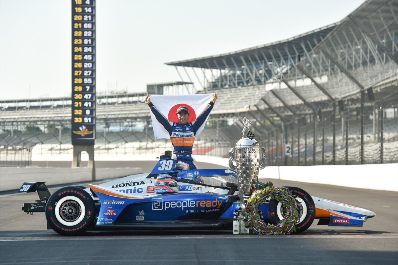 Visszavonultatják Takuma Sato Indy 500-győztes autóját