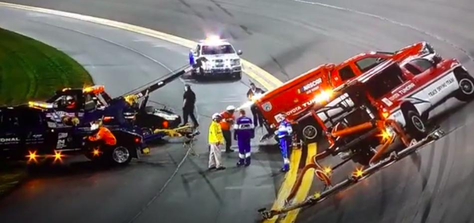 Ilyet sem látsz minden nap: Egy Air Titan balesetezett Daytonán