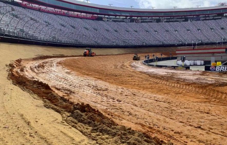 NASCAR: Nem lesz SAFER-fal a bristoli dirt-versenyeken