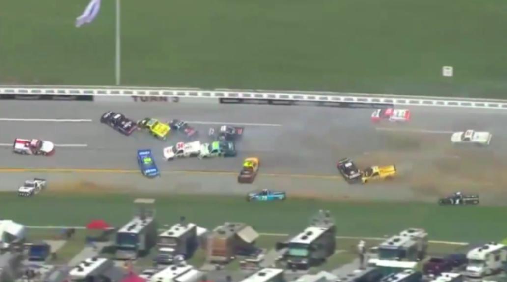 NASCAR: 20 kiesőt és egy igazi meglepetés győztest hozott a Truck talladegai káoszfutama