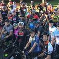 Jimmie Johnsonék kerékpáros felvonulással tisztelegtek Nicky Hayden előtt