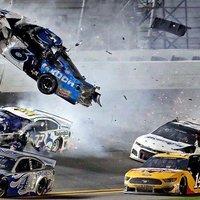 Denny Hamlin nyerte a horrorbalesettel beárnyékolt Daytona 500-at