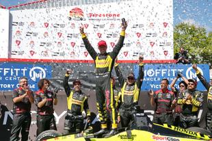 Őrült versennyel rajtolt el a 2018-as IndyCar szezon