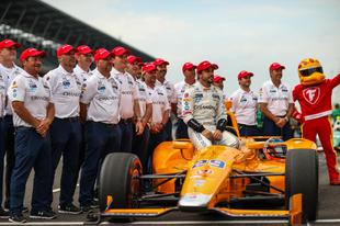 A McLaren szövetségre lép a Carlinnal