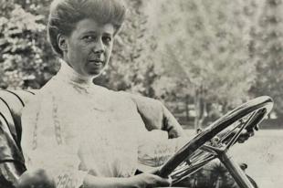 A hölgyversenyző, aki miatt a komplett női nemet eltiltották a motorsporttól