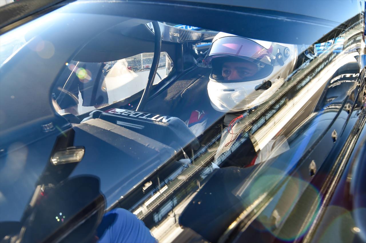 Jimmie Johnson két évre kötelezné el magát az IndyCarban