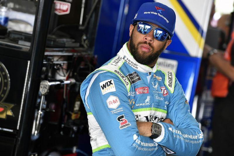 Bubba Wallace a kamerák előtt büszkélkedett azzal, hogy direkt manipulálta a NASCAR texasi futamát