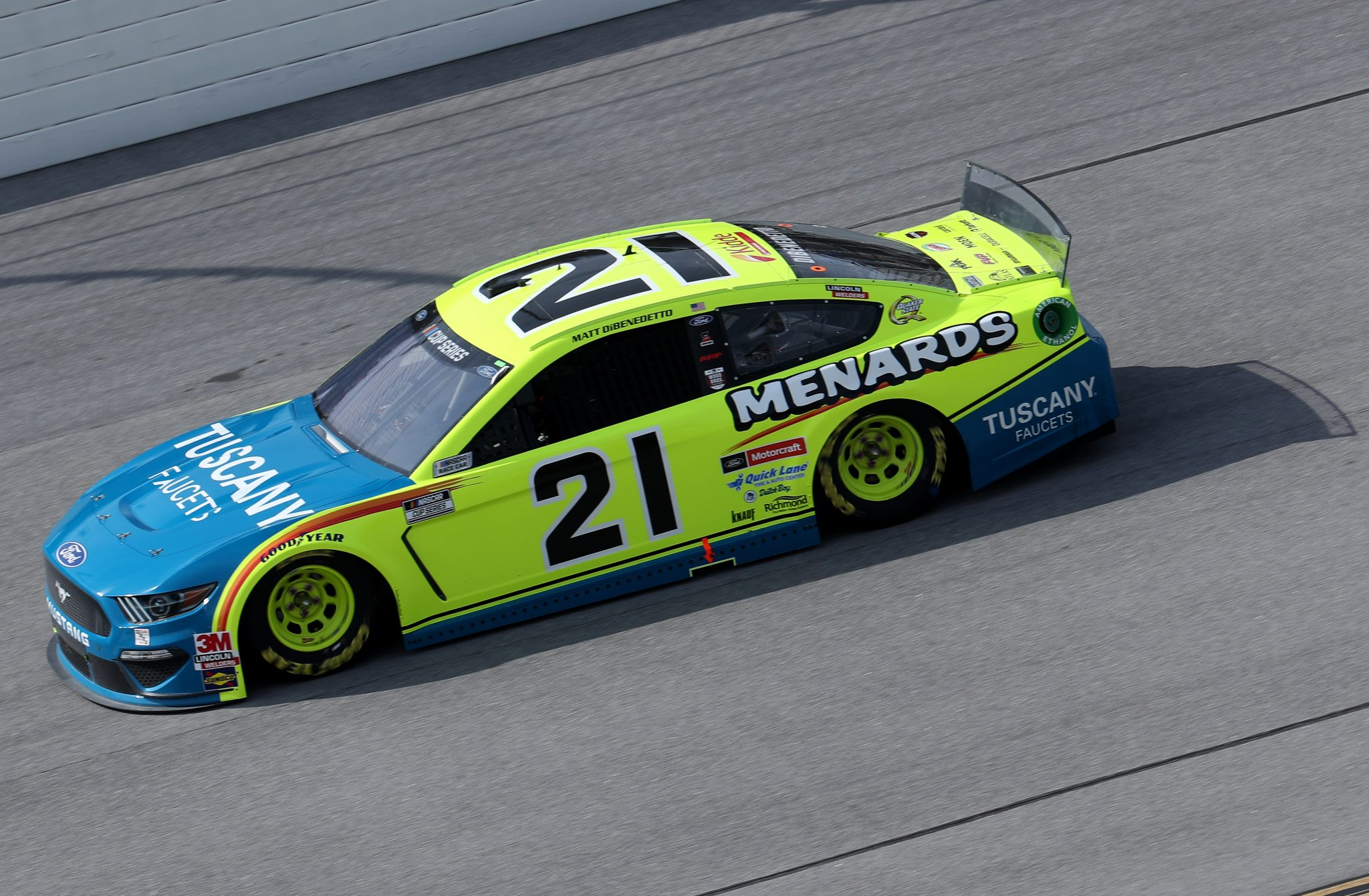 NASCAR: DiBenedetto még egy évig marad a WBR-nél, 2022-ben érkezik Cindric