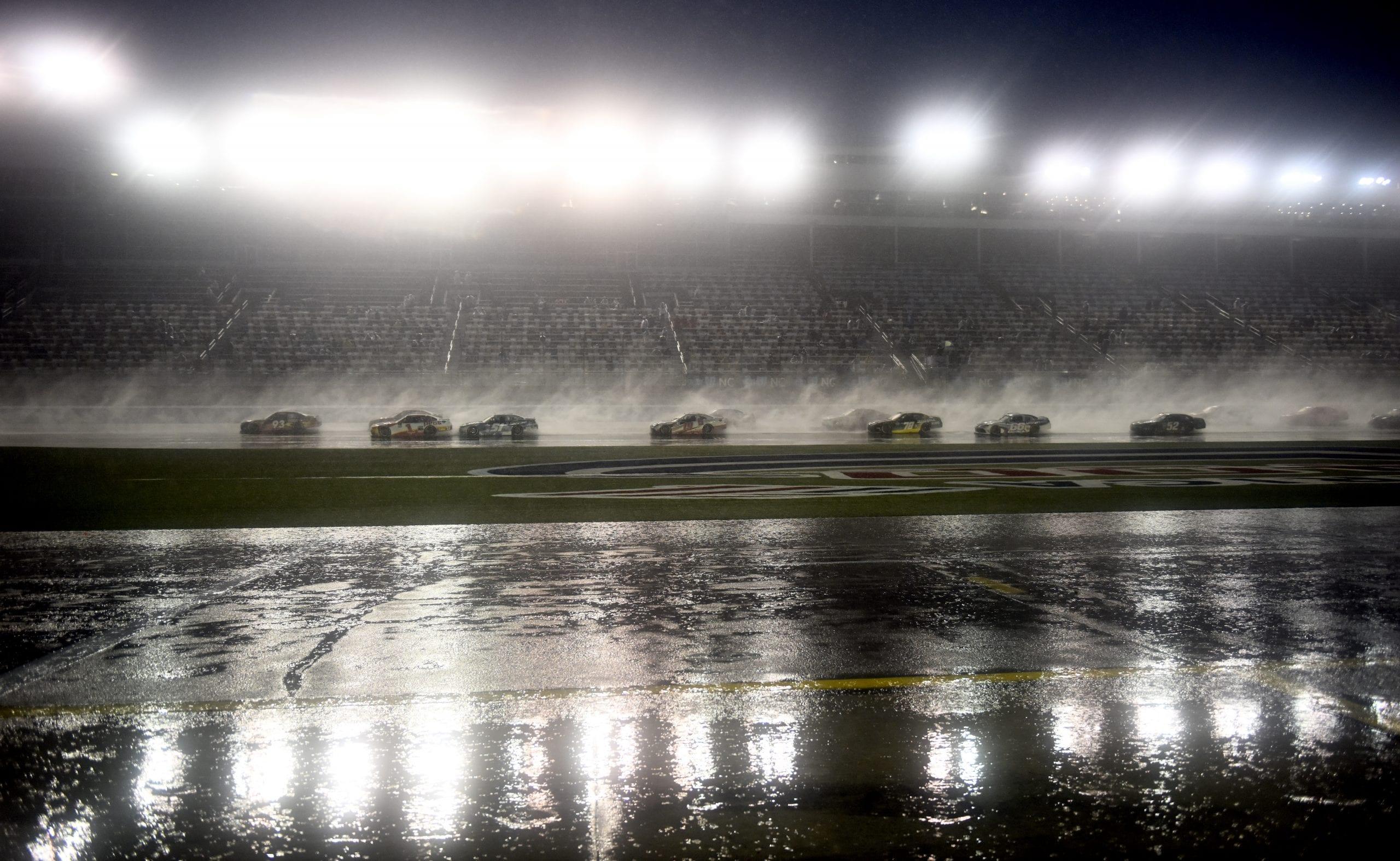 NASCAR: Allmendinger győzött a charlotte-i esőkáoszban