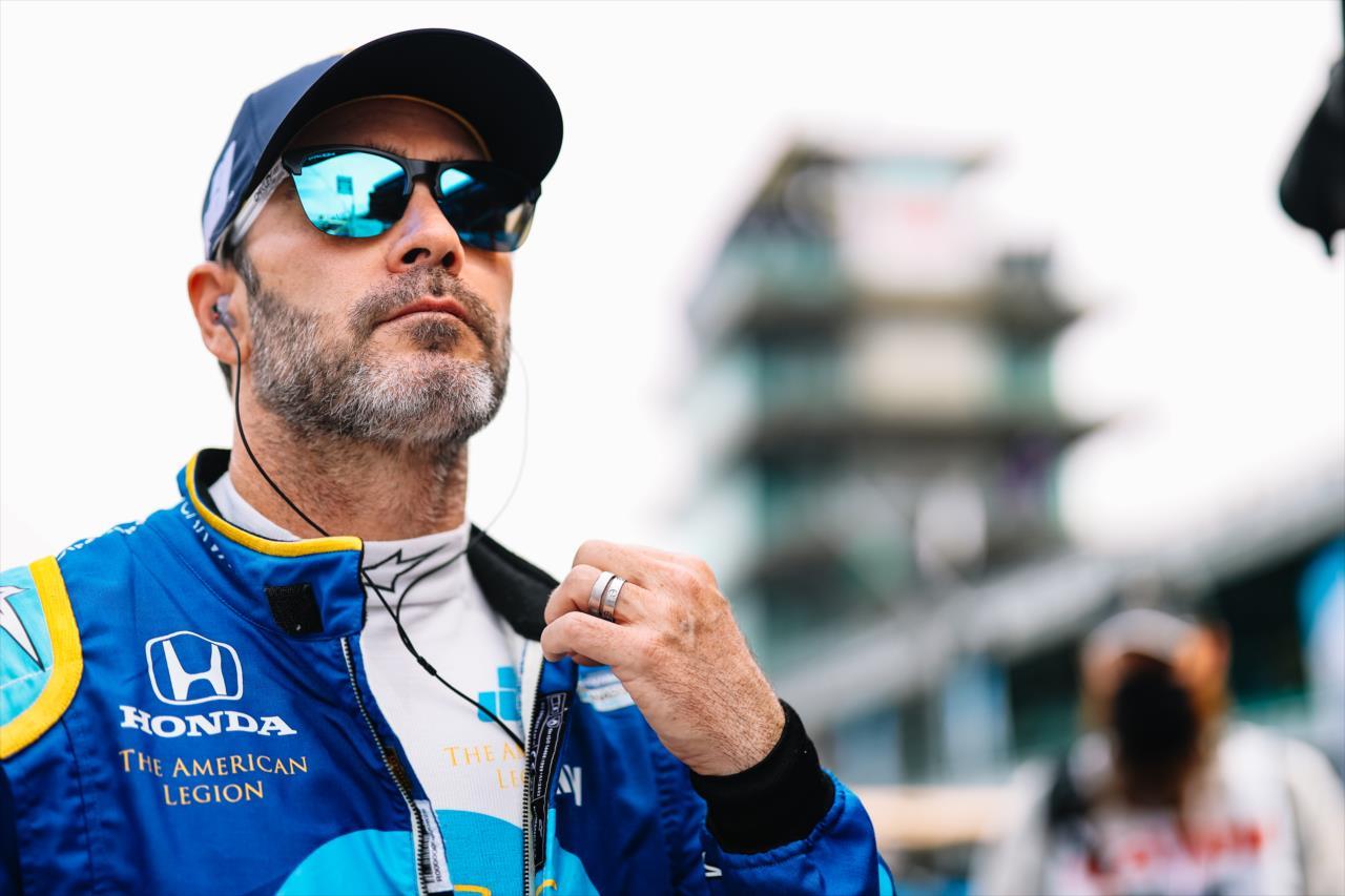 """""""Fárasztó látni Jimmie Johnson mosdatását"""" – Éles kritikát kapott az IndyCarban bukdácsoló szupersztár"""