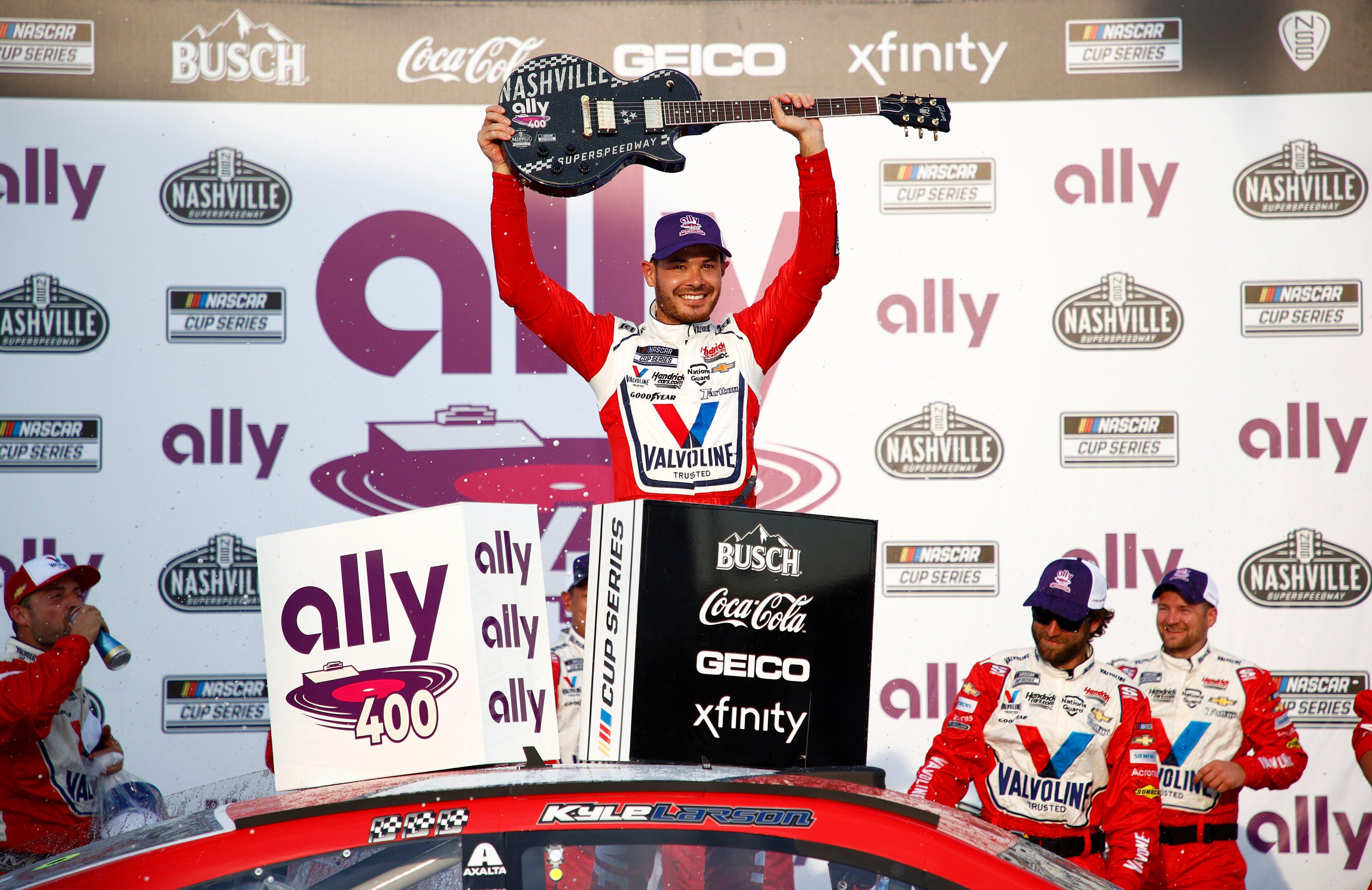 NASCAR: Kyle Larson Nashville-ben is rommá verte a mezőnyt