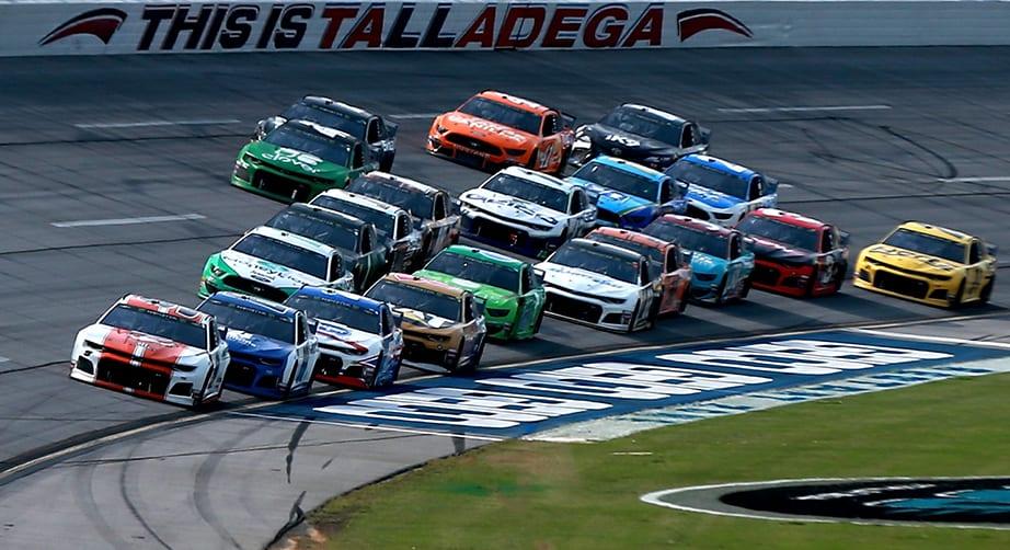Újabb öt futamot törölt a NASCAR