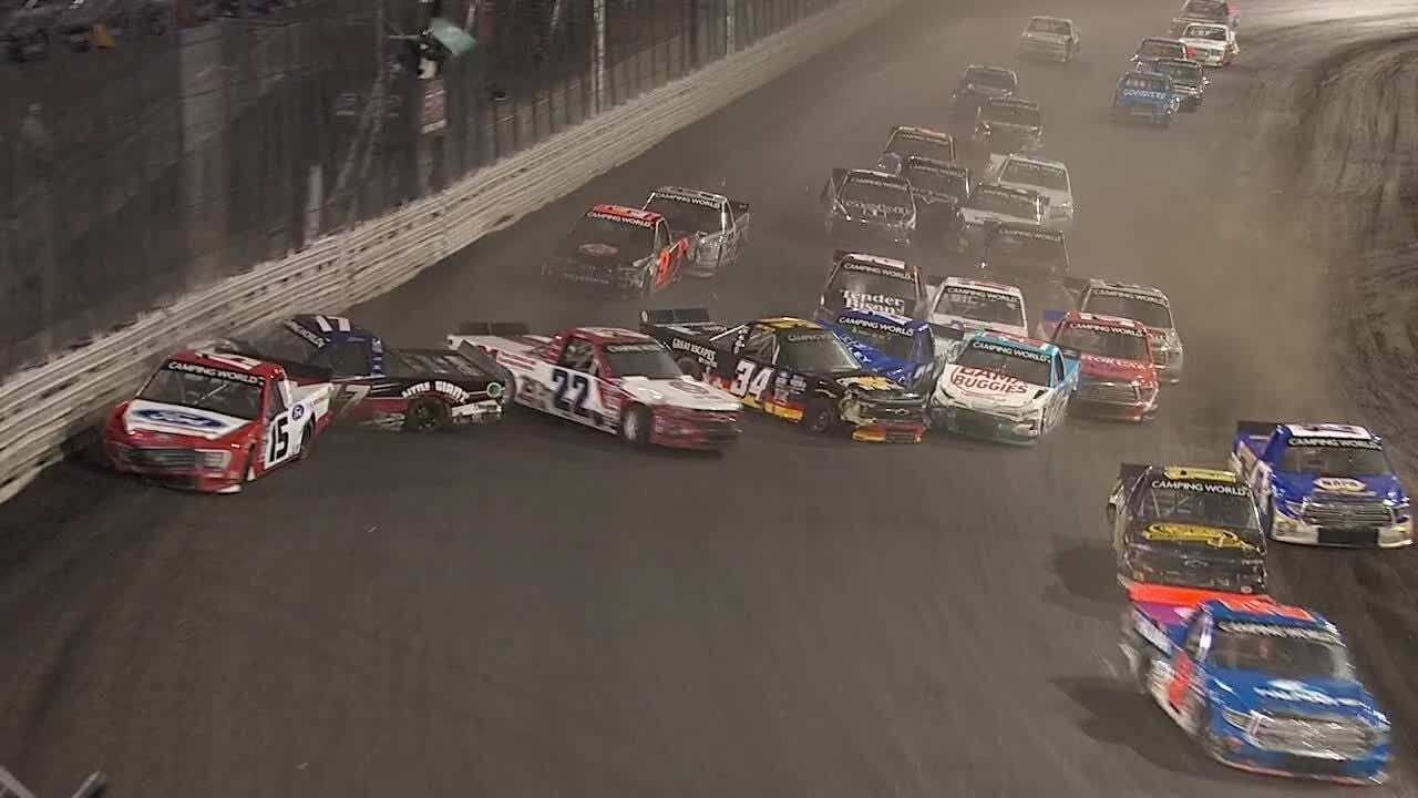 """""""Nem tartozunk ide"""" – Totális káoszba torkollott a NASCAR knoxville-i debütálása"""